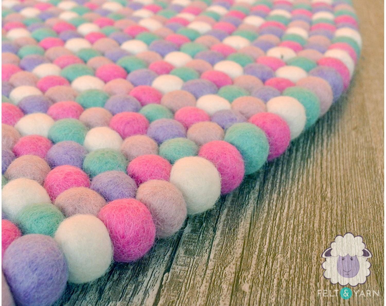 5 Color Round Felt Ball Rug for Home Décor - Felt & Yarn